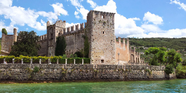 The town Torri del Benaco